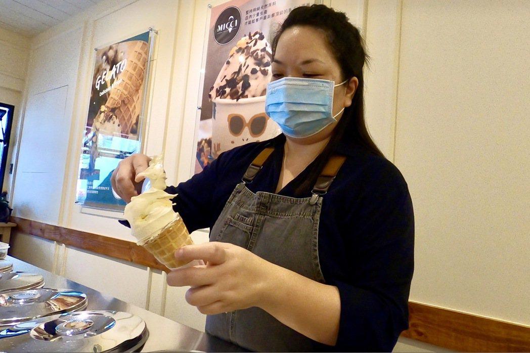 剛出爐的綿密義式冰淇淋。 蔡尚勳/攝影