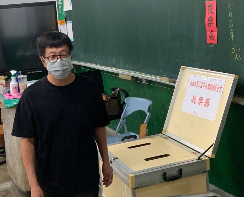 去年6月6日「Wecare高雄」發起人尹立籲返鄉「罷韓」投票,他今天說,年輕人要再成為台灣重要力量,端午連假「留在原處、不要返鄉、非必要不要出門」同島一命,共渡防疫難關。聯合報系資料照片/記者徐如宜攝影