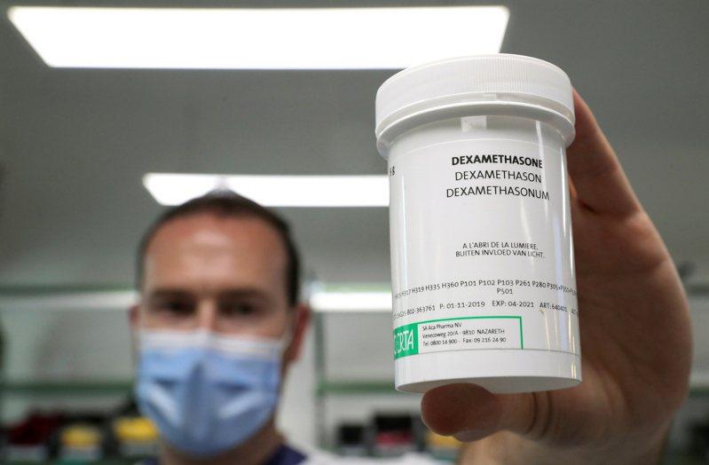 一種很普通、平價的人工合成皮質類固醇消炎藥地塞米松可以降低重症患者的死亡率。路透
