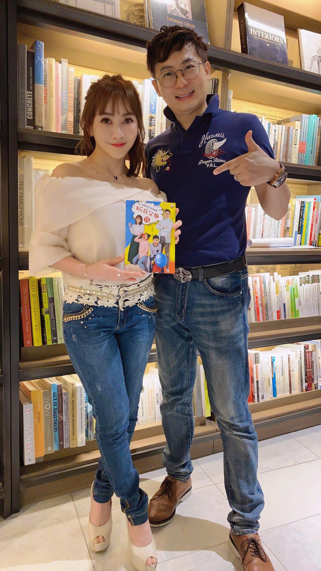 王宥忻(左)和老公翁總剛慶祝結婚10周年。圖/固力狗娛樂提供