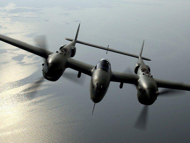 埋藏在冰雪下50年,又花了10年重返天空的P-38「冰河女孩」。圖/美國空軍檔案照