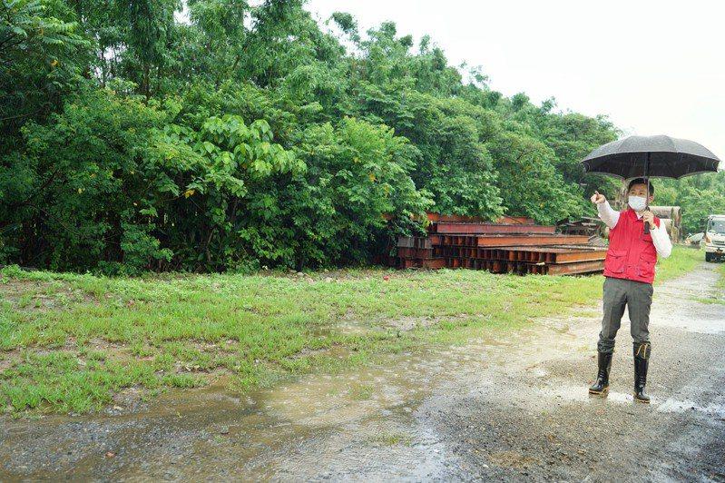 林智堅今早前往竹苗邊界了解社區篩檢站設立情形。圖/新竹市政府提供