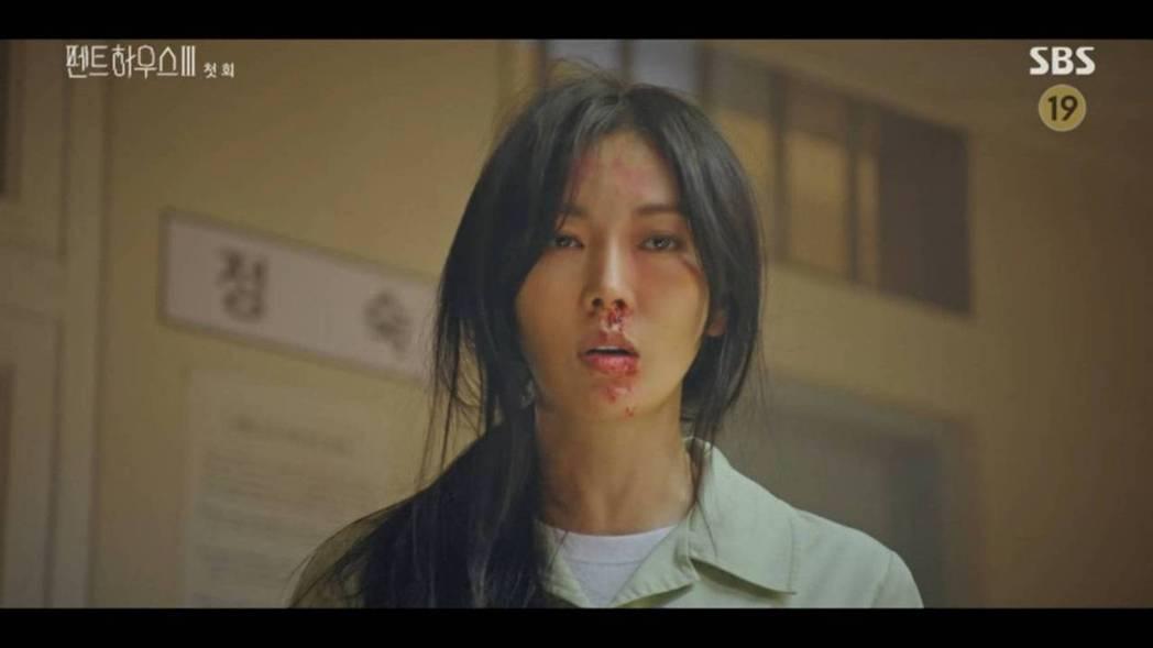 金素妍在獄中被打得鼻青臉腫。圖/翻攝自SBS