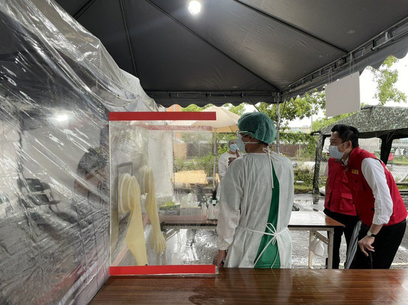 林智堅日前訪視竹科專案篩檢站。圖/報系資料照