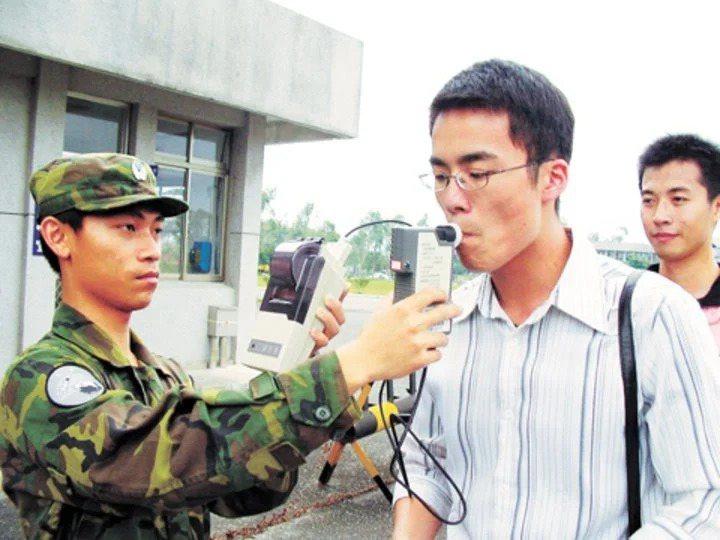 國軍訂定「國軍軍風紀律改革專案」實施計畫,自今年推動營區「禁酒令」。圖/國防部提供