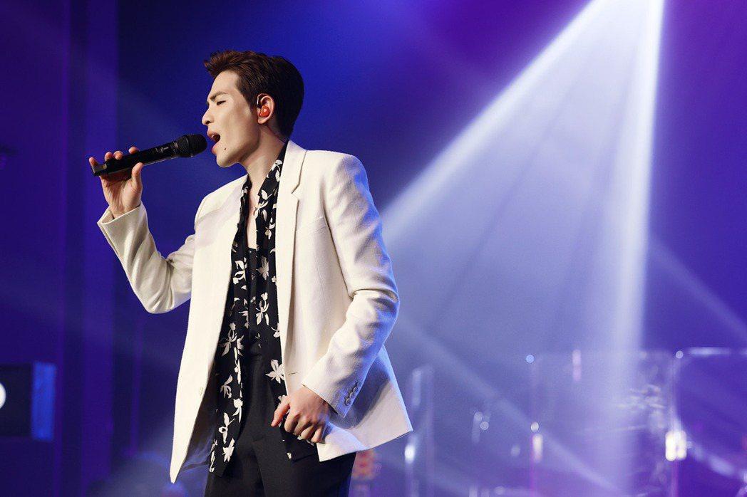 蕭敬騰一連演唱「只能想念你」、「皮囊」等歌曲。圖/喜鵲娛樂提供
