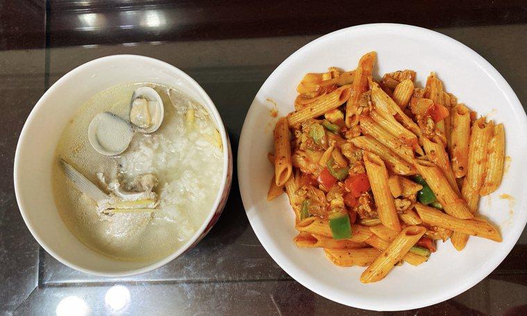 趁著疫情無法外出的機會,線上學料理,鑽研廚藝。圖/張桂瓊提供