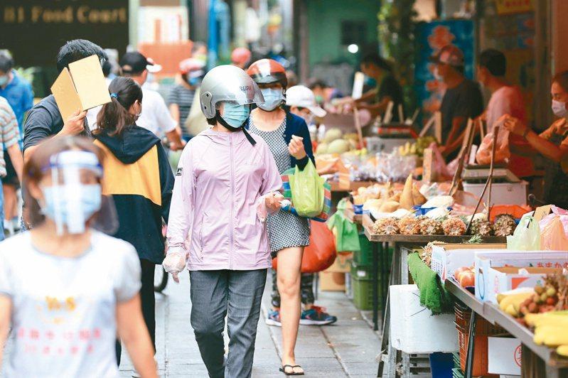 為防堵市場疫情傳播鏈,台北市政府安排傳統市場工作人員全數施打疫苗。圖為士林市場。聯合報系資料照片/記者林伯東攝影