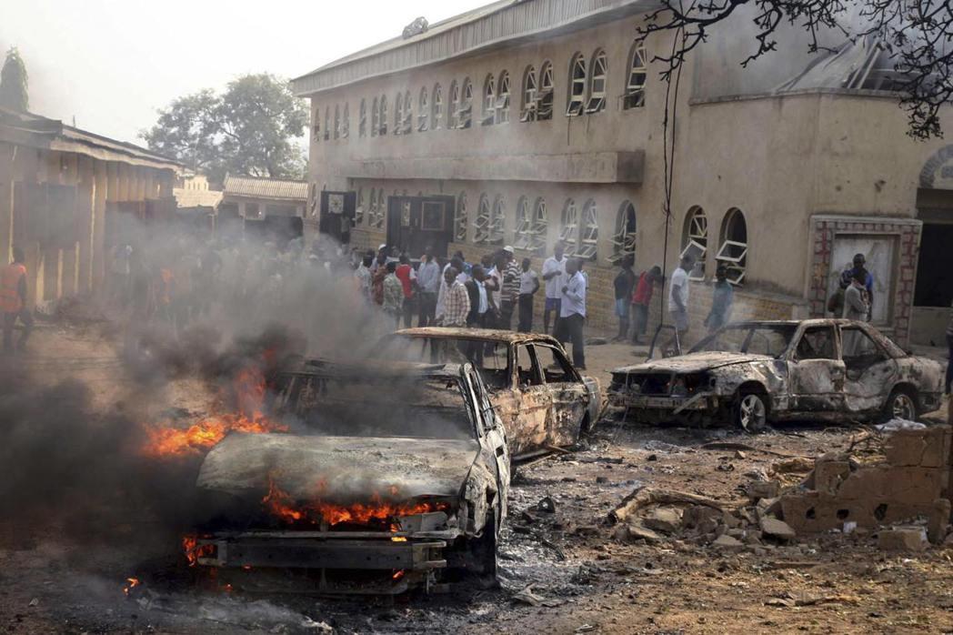2014年博科聖地在馬達拉一座天主教堂外引爆汽車炸彈 圖/路透社