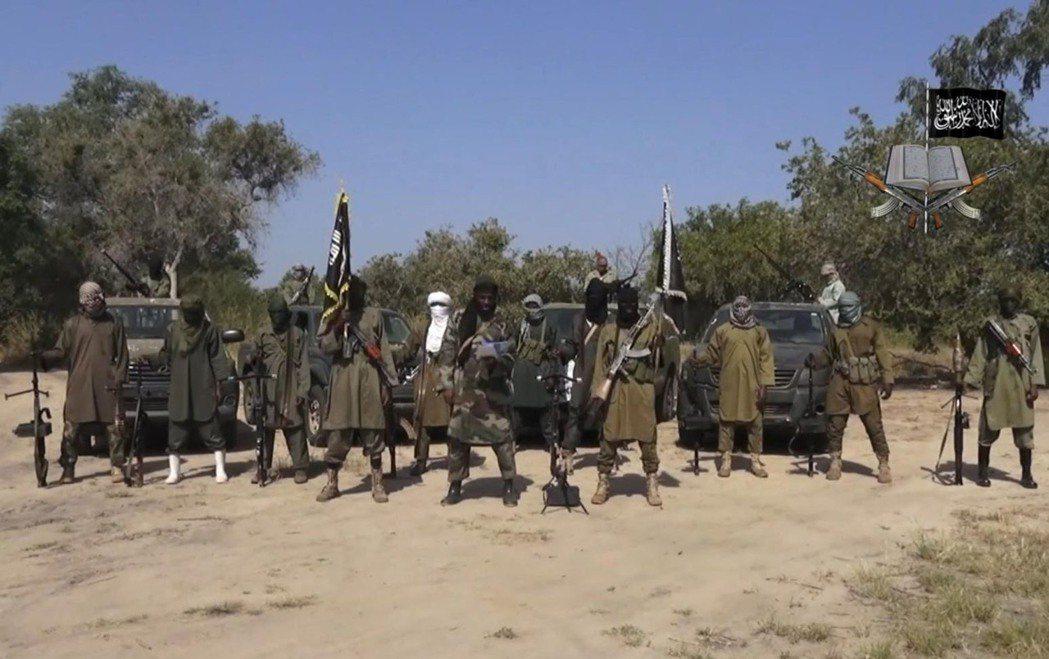 巴納維在錄音帶裡表示:為了消滅「亂教者謝考」,自己派出了大批敢死隊突進桑比薩森林...