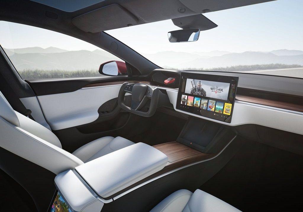 大改款Tesla Model S內裝布局。 摘自Tesla