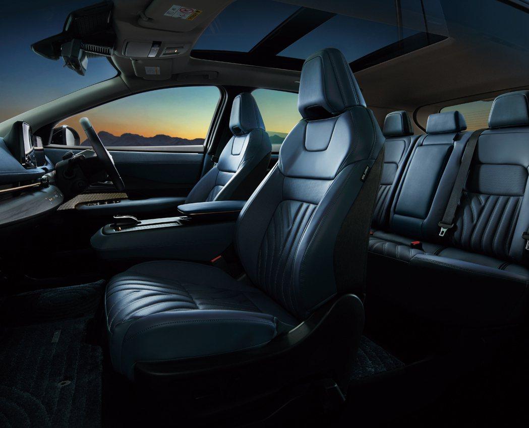 採用Nissan全新EV平台打造,讓Ariya擁有寬敞的座艙空間。 圖/Niss...