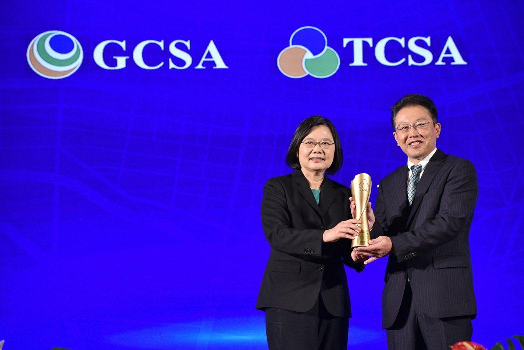 花王(台灣)致力於環境永續,獲得台灣永續能源研究基金會,「台灣永續典範外商企業獎...