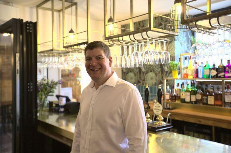 英國酒吧老闆挖到50年前的時空膠囊。圖/取自mirror