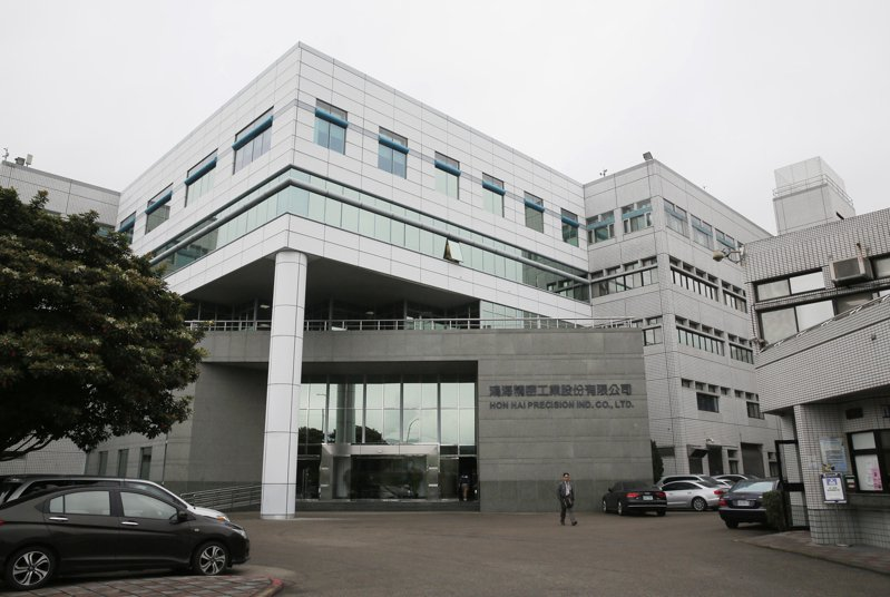 鴻海投資馬來西亞科技公司DNeX,等於間接投資馬來西亞8吋晶圓廠SiTerra,為鴻海集團進軍電動車產業所需要的小晶片,再下一城。 本報資料照片