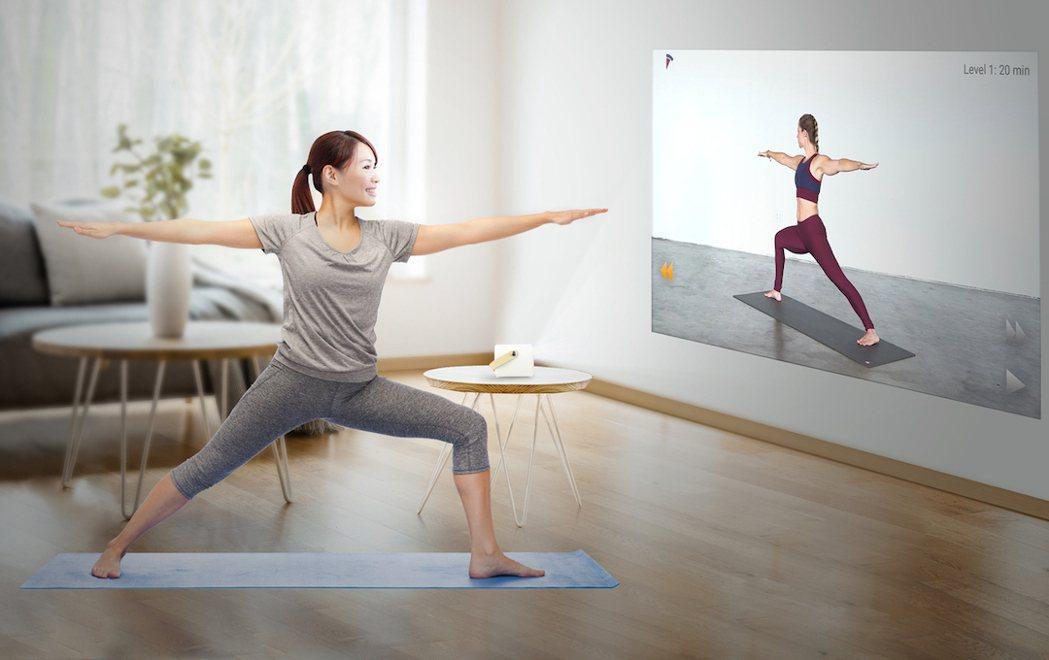 整個家都是我的健身房,OVO 智慧投影機讓運動追劇更沈浸。 OVO /提供