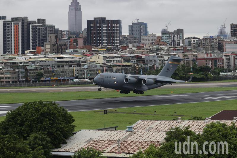 美國聯邦參議員昨搭C17運輸機抵台。本報資料照