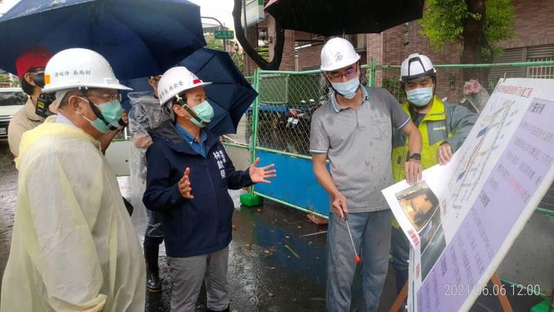 高雄市副市長林欽榮昨視察相關防汛整備工作。圖/高雄市水利局提供