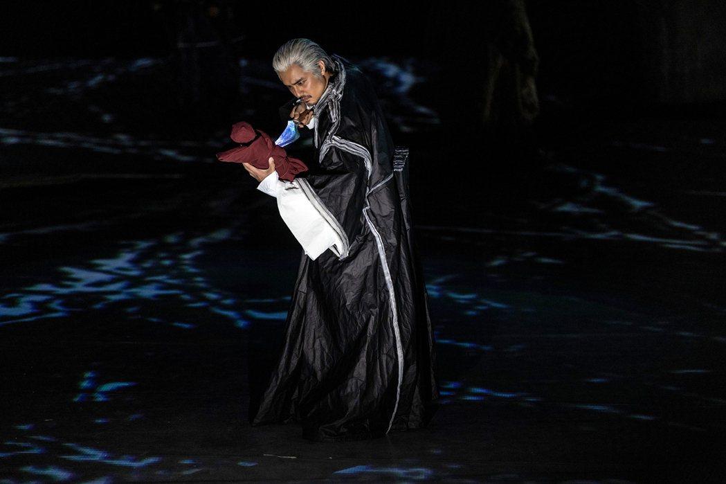 明道在「趙氏孤兒」音樂劇中最殘酷的行為就是要手刃嗷嗷待哺的趙氏遺孤。圖/恆星影業...