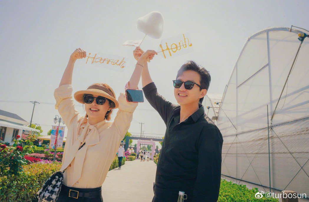 孫儷(左)與鄧超迎來結婚10周年。圖/摘自微博