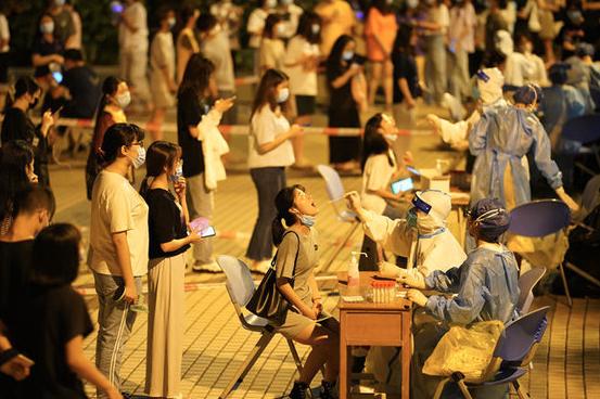 繼廣州、佛山後,鄰近的中山市宣布分三輪全民做核酸檢測。(財新網微博照片)