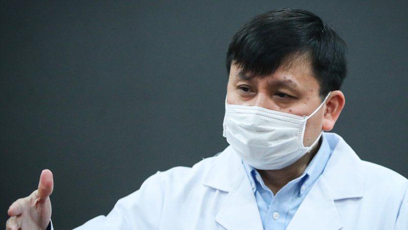 上海復旦大學附屬華山醫院感染科主任張文宏表示,大陸疫情防控做得好,與中國文化中濃厚的家庭觀念密不可分。(取自《上觀新聞》)