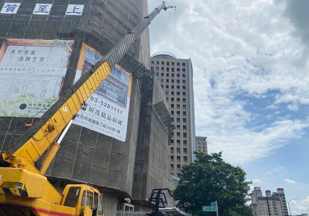 竹北自強七街立體停車場BOT案工程順利,預計明年年中開幕。           ...