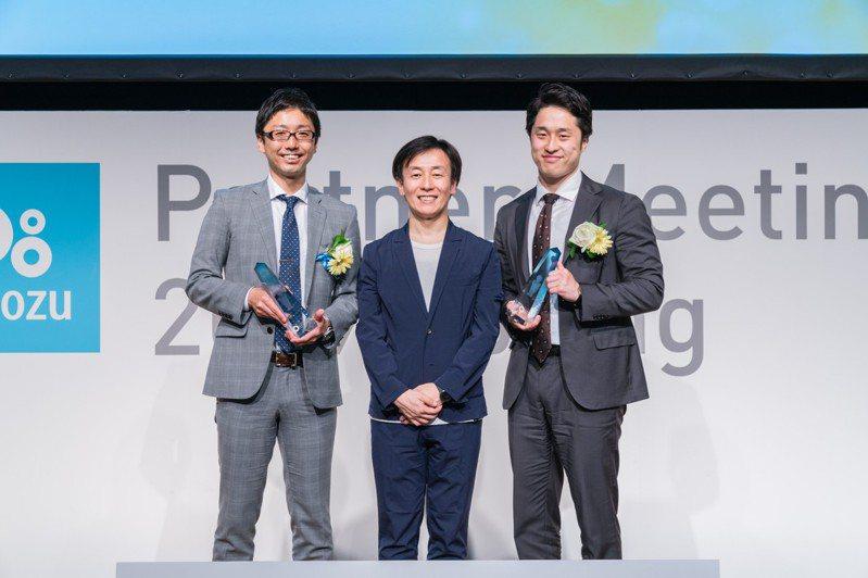 Cybozu社長青野慶久(中)是日本經營者中的話題高手。圖/Cybozu提供
