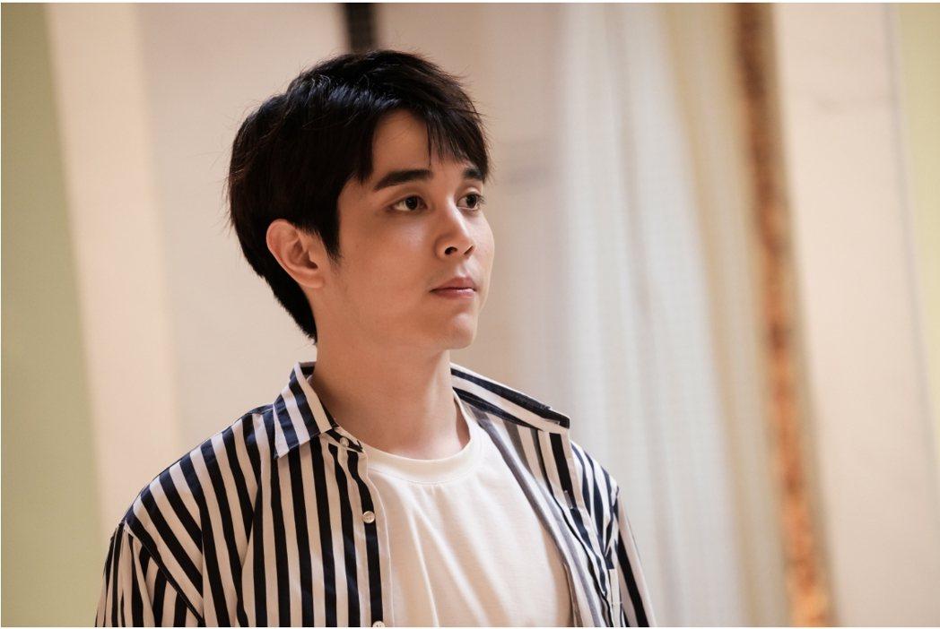陳彥嘉在「日蝕遊戲」中飾演高材生凱文,是學校的萬人迷。圖/民視提供