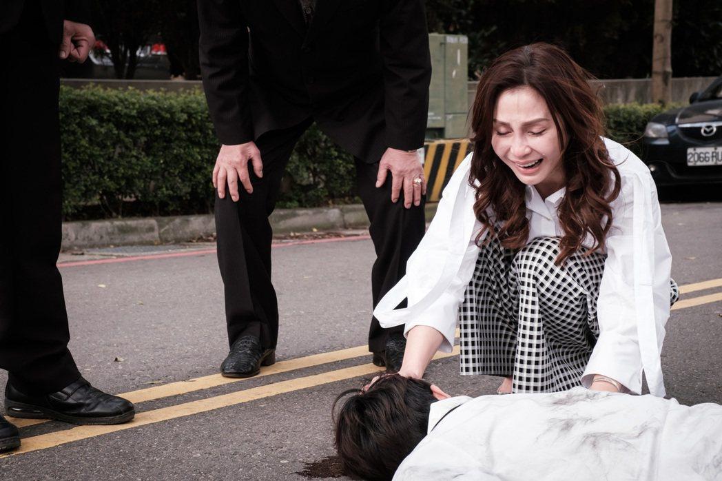梁佑南在「日蝕遊戲」戲中,面對兒子車禍非常痛心,一度太入戲哭不停。圖/民視提供