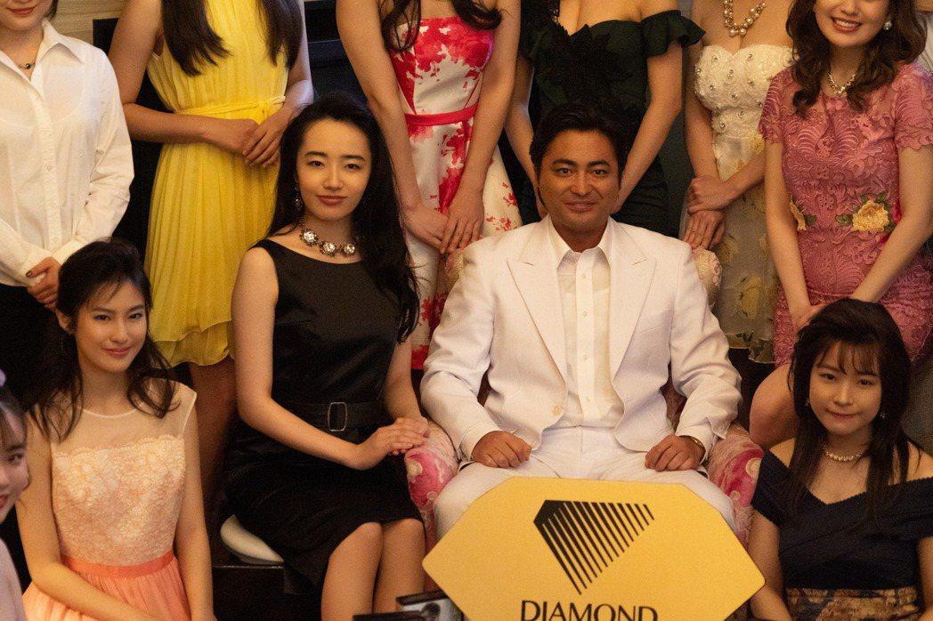 山田孝之在第2季中拓展事業版圖。圖/Netflix提供