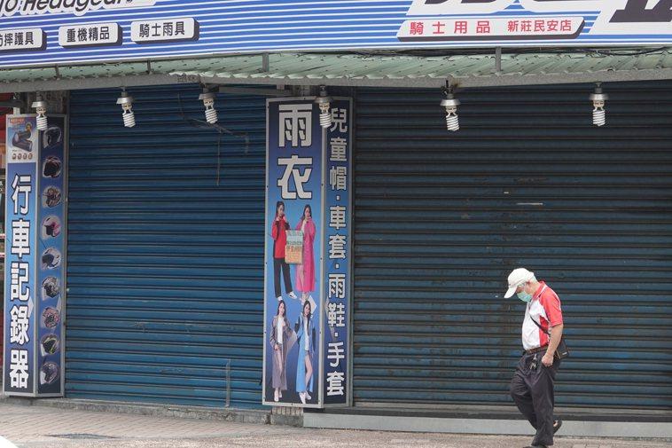 全國三級警戒延後到6月28日,許多店家恐持續停業。記者葉信菉/攝影