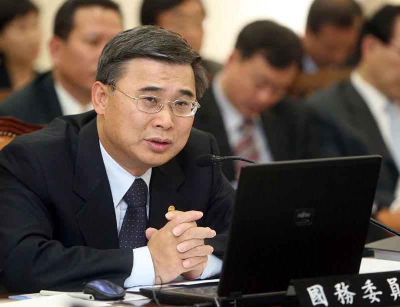 李鍾奭認為,金正恩修改勞動黨黨章是要把該黨徹底變為「金正恩」,圖為2006年時任統一部長的李鍾奭在國會接受質詢。法新社