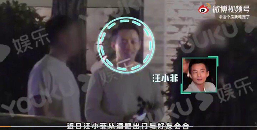 汪小菲被拍到與友人到酒吧聚會。 圖/擷自微博