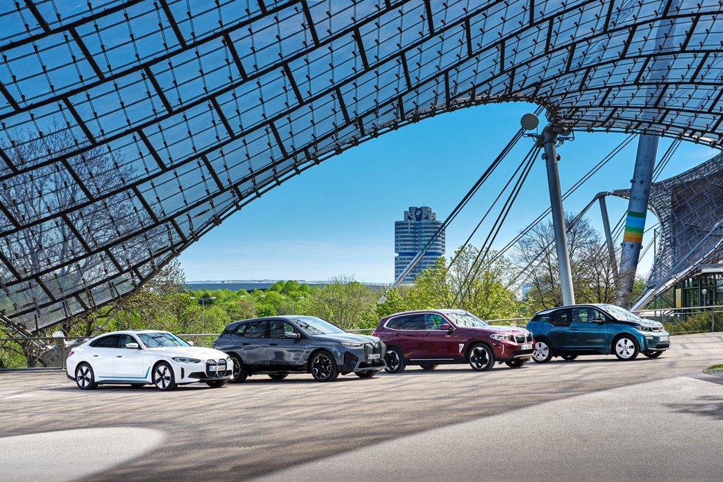 BMW目前純電家族包括了i4、iX、iX3以及i3。 摘自BMW