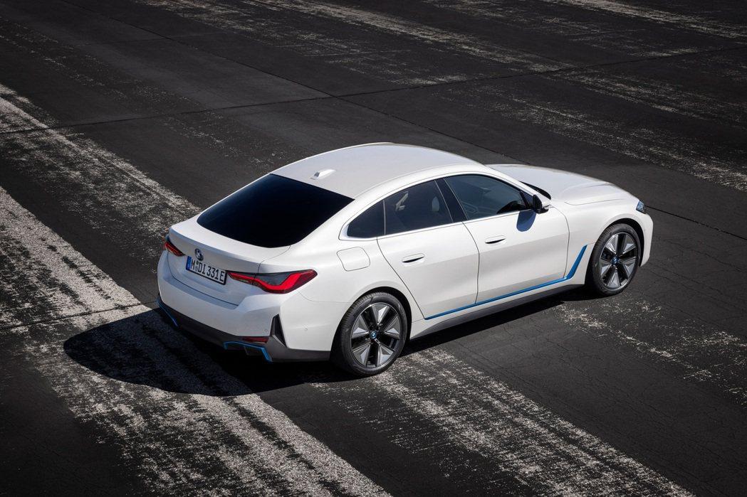 全新BMW i4純電轎跑。 摘自BMW