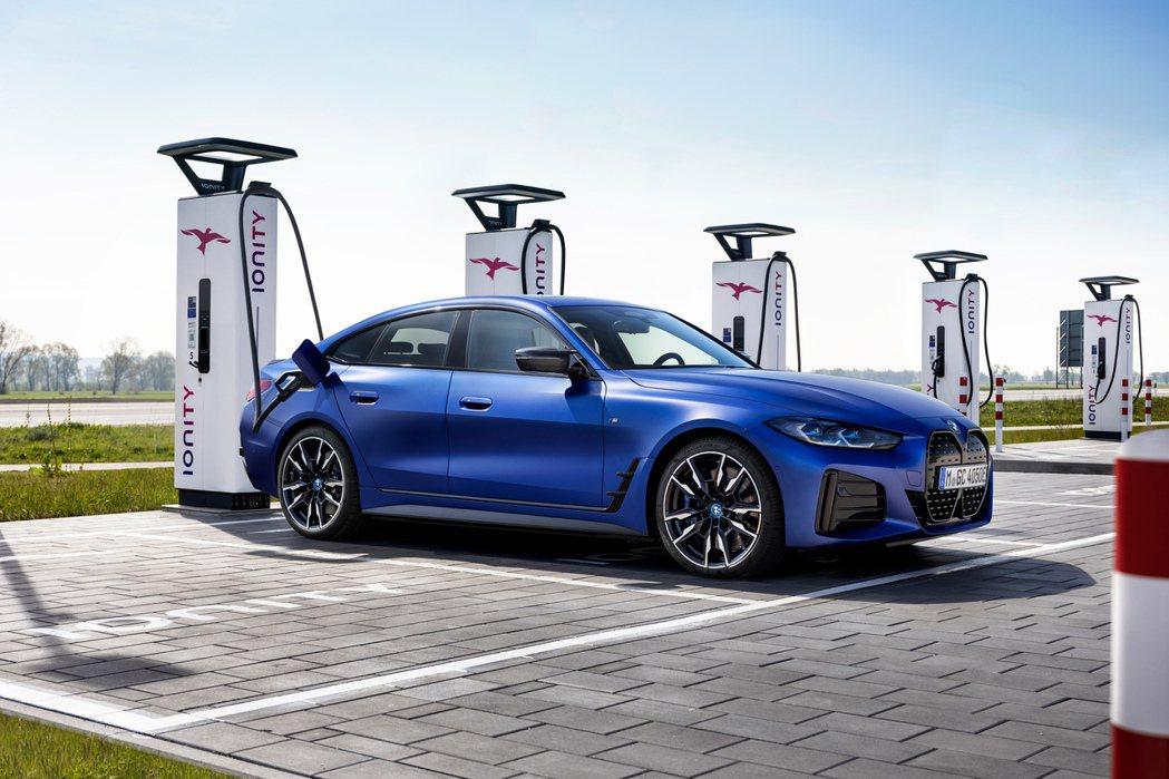 全新BMW i4 M50最大續航距離為510公里。 摘自BMW