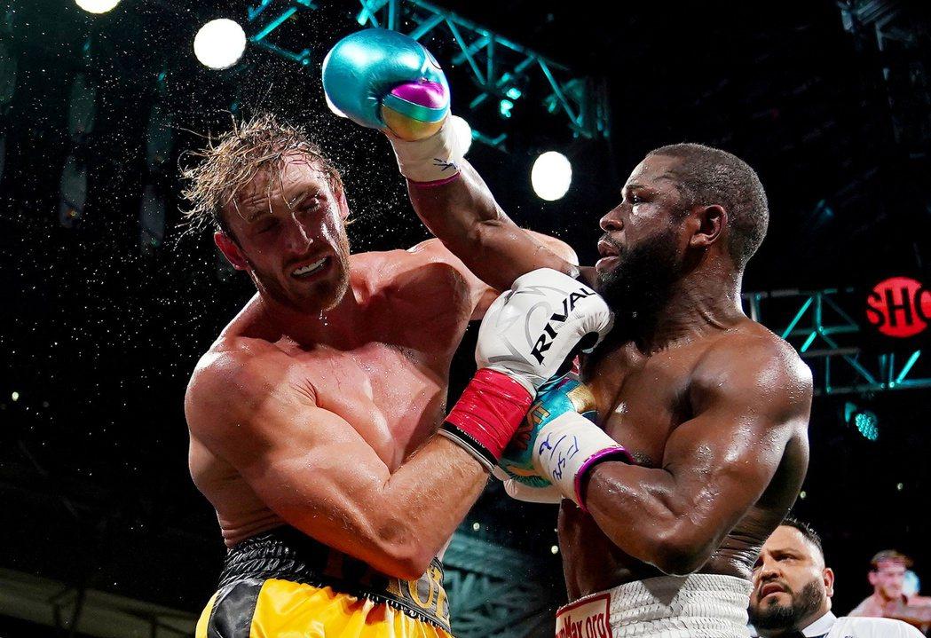 梅威瑟是拳擊場上的不敗拳王。 路透社