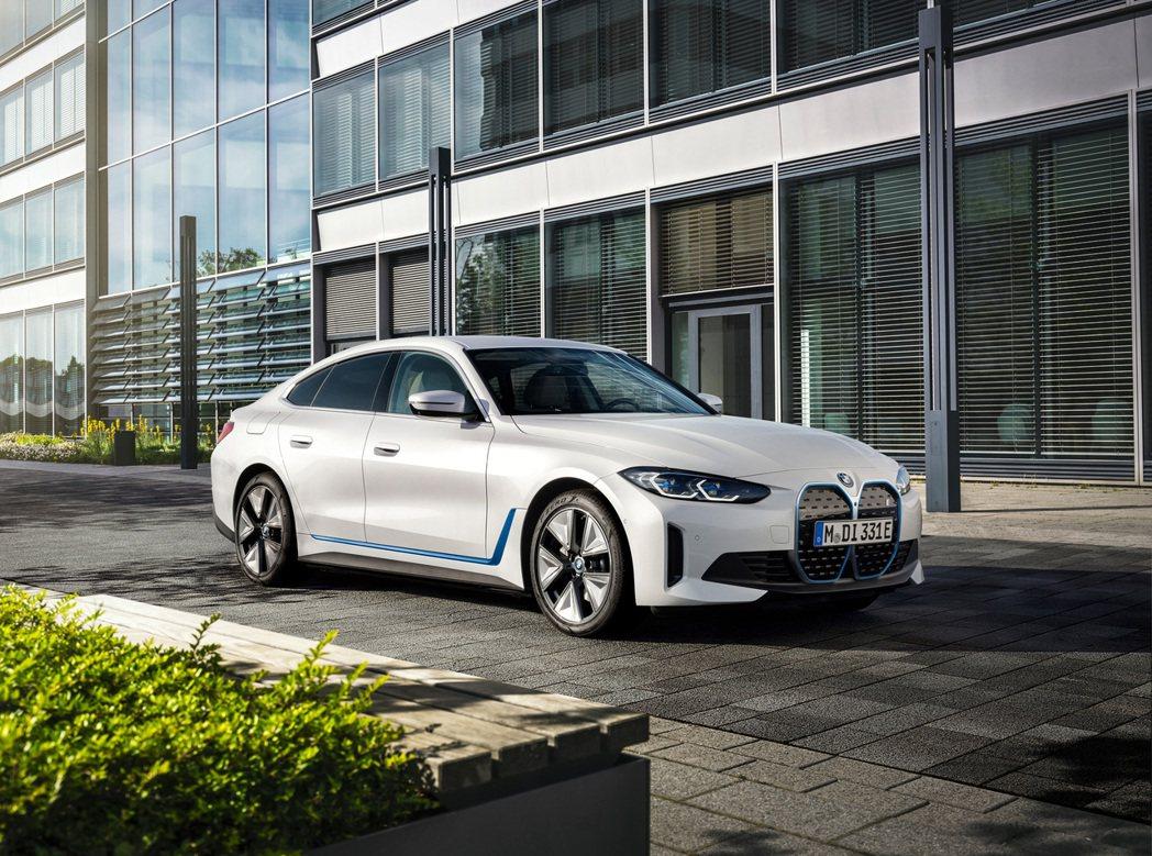 全新BMW i4。 摘自BMW