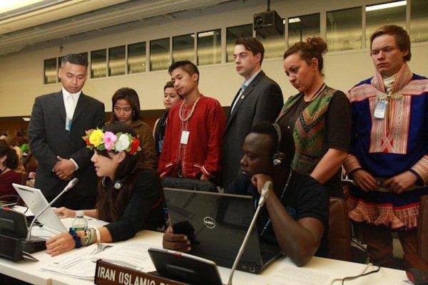 洪簡廷卉曾多次獲選為全球原住民族青年工作小組主席,圖為她代表小組發表聲明稿,針對...