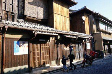 不論是義大利小鎮還是京都町家的例子,都是因地制宜利用原本既有的空間,提供旅客原汁原味的「當地生活」。圖/郭睿瑄提供