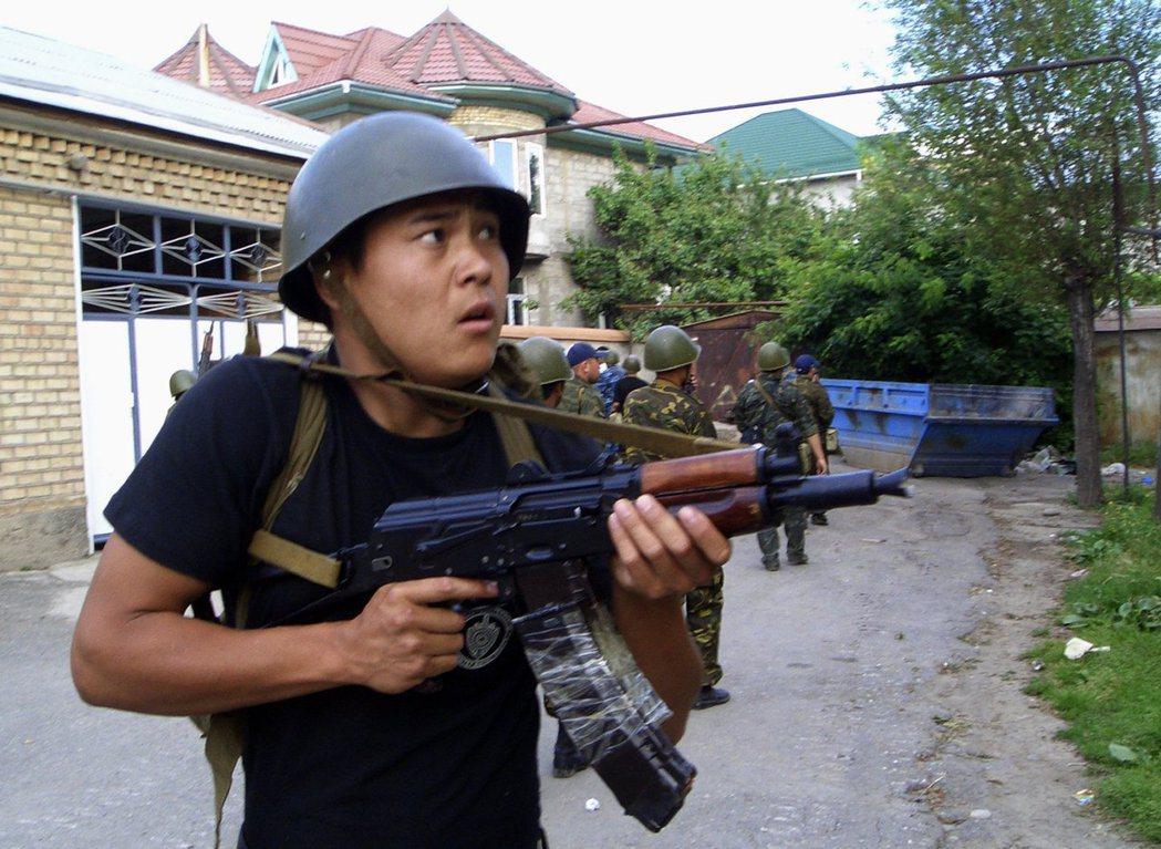 圖/美聯社:當中亞五國獨立後,這些邊界附近,族群衝突,領土糾紛立即暴增。