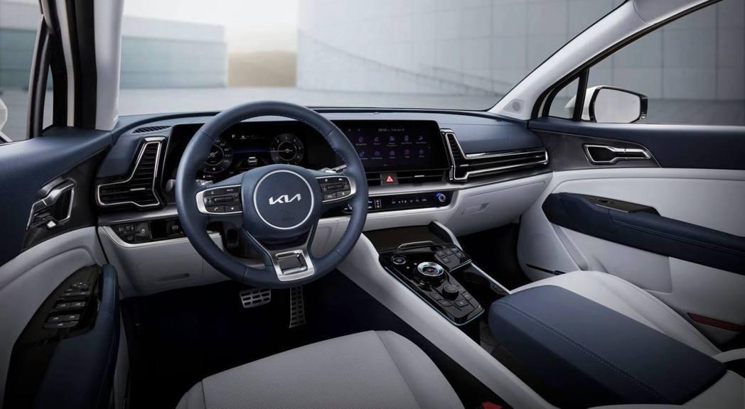 第五代Kia Sportage採用雙12.3吋數位儀表與中控螢幕所結合的曲面螢幕...