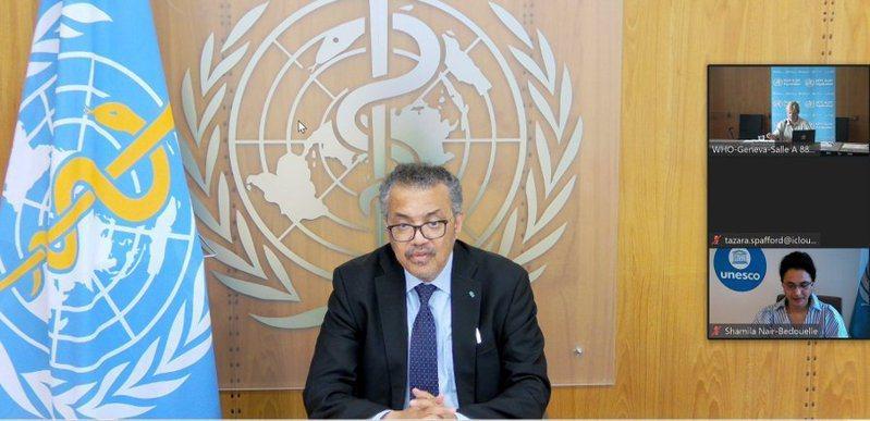 世衛組織秘書長譚德塞7日表示,疫苗分配不均會使病毒繼續傳播,增加病毒出現變異的機率,以致降低疫苗效力,呼籲七國集團承諾共享疫苗。(photo by Twitter @DrTedros)