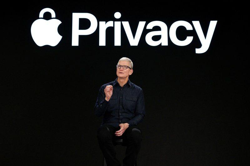 執行長庫克在WWDC大會上不忘強調隱私功能。路透