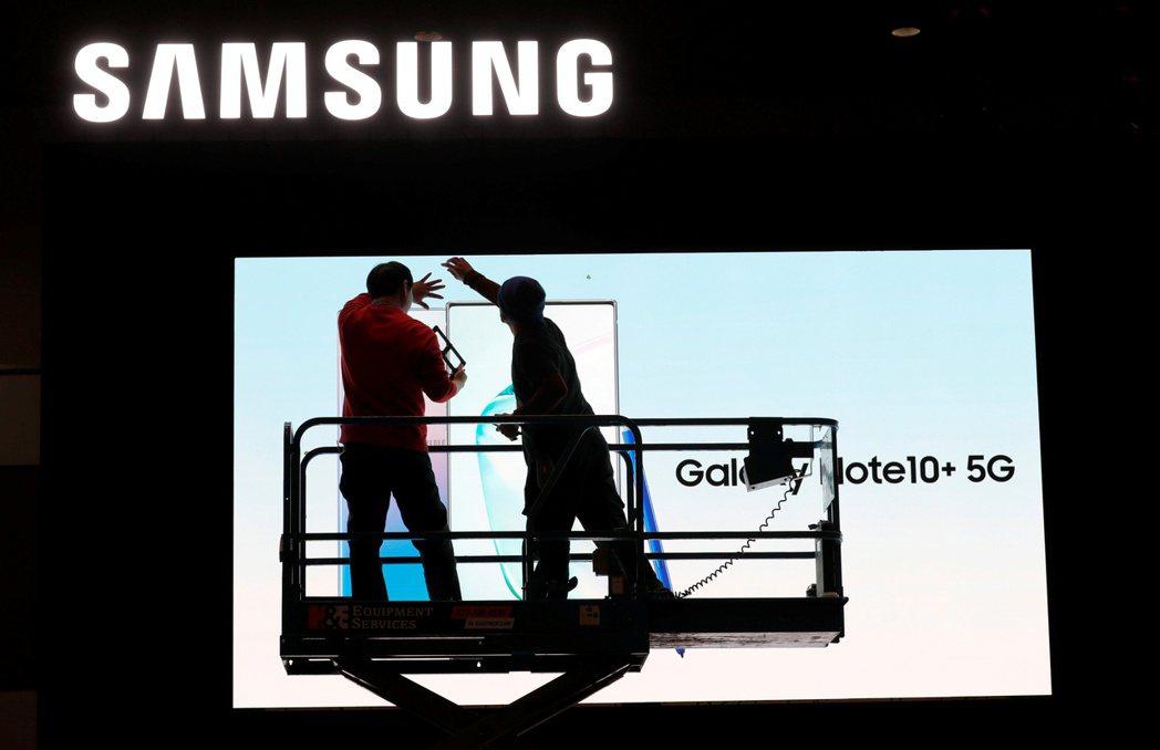 三星傳出決定延長LCD面板生產到明年。路透