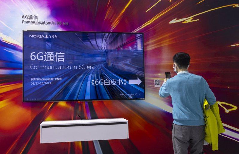 日本和芬蘭的產業團體將聯手研發6G通訊技術,諾基亞將參與其中。圖為諾基亞2月下旬在上海舉辦的世界行動通訊大會上設攤宣傳6G連線。歐新社