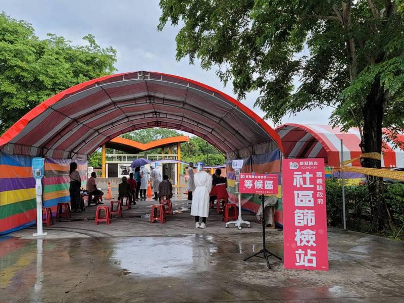 設在嘉義縣水上鄉太陽館廣場的社區篩檢站。圖/嘉縣府提供