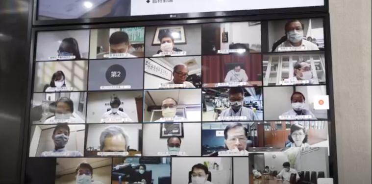 因應疫情持續嚴峻,台北市長柯文哲今天上午主持市府內部防疫會議,已全改為線上視訊。...
