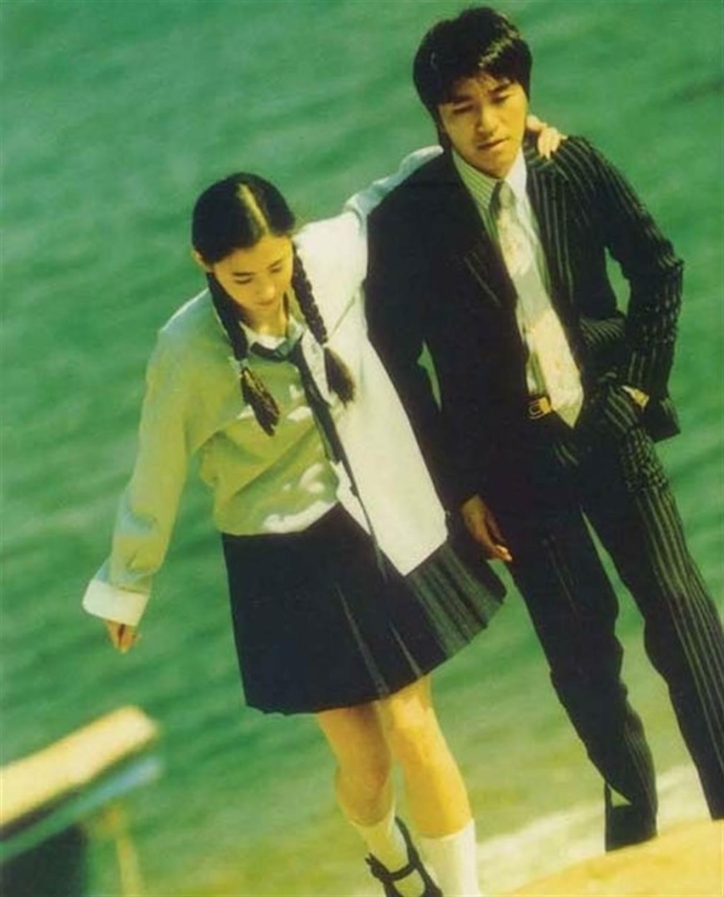 張柏芝18歲被周星馳相中演出「喜劇之王」。圖/摘自微博